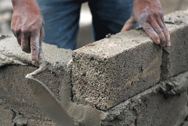Готовит бетон unis бетон